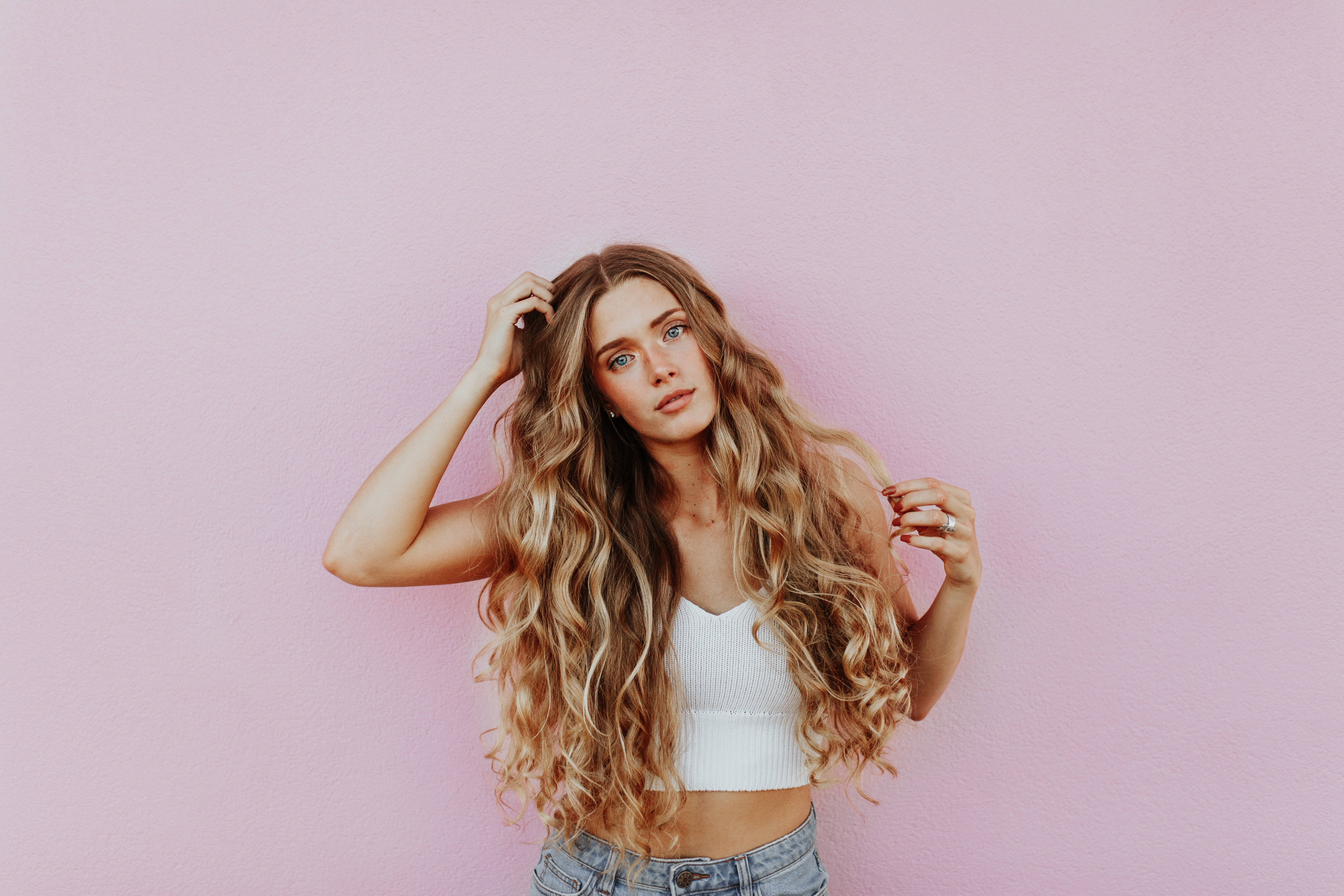 influencer curly hair